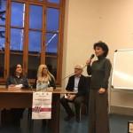 En la mesa, Martha Canfield (Universidad de Florencia), Sylvia Irrazabal (Embajada de Uruguay en Italia) y Flavio Fiorani (Universidad de Módena). De pie, Martina Donatti (Directora Editorial de Newton Compton Editori).
