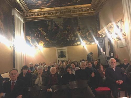 Sala colmada en el Ateneo de Venecia
